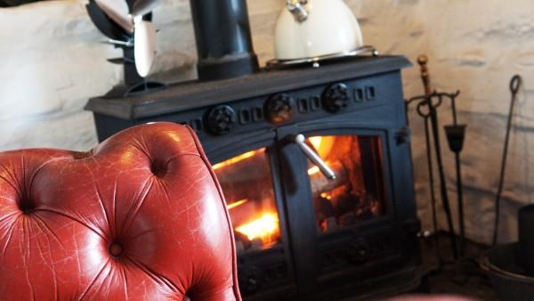Ty Fferm Hen - Fireplace